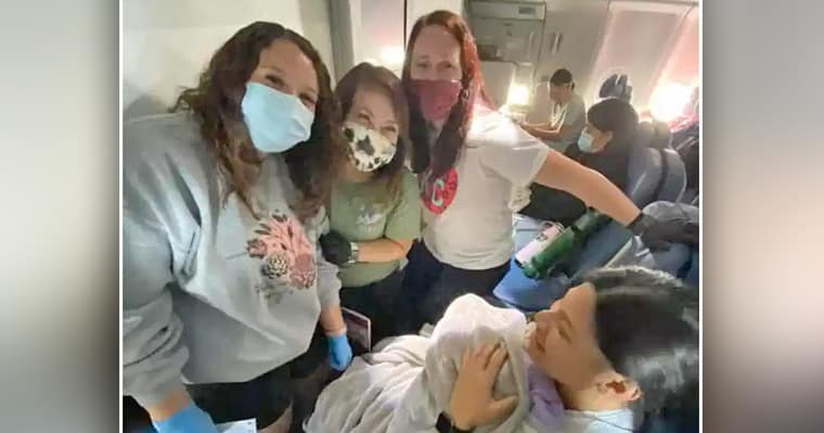 Doctor and three NICU nurses help woman who didn't know she was pregnant deliver her baby on flight - my positive outlooks