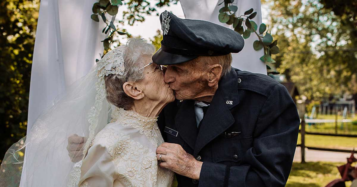 Hospice celebrates couple's 77th wedding anniversary by giving them the wedding photos they never had - my positive outlooks